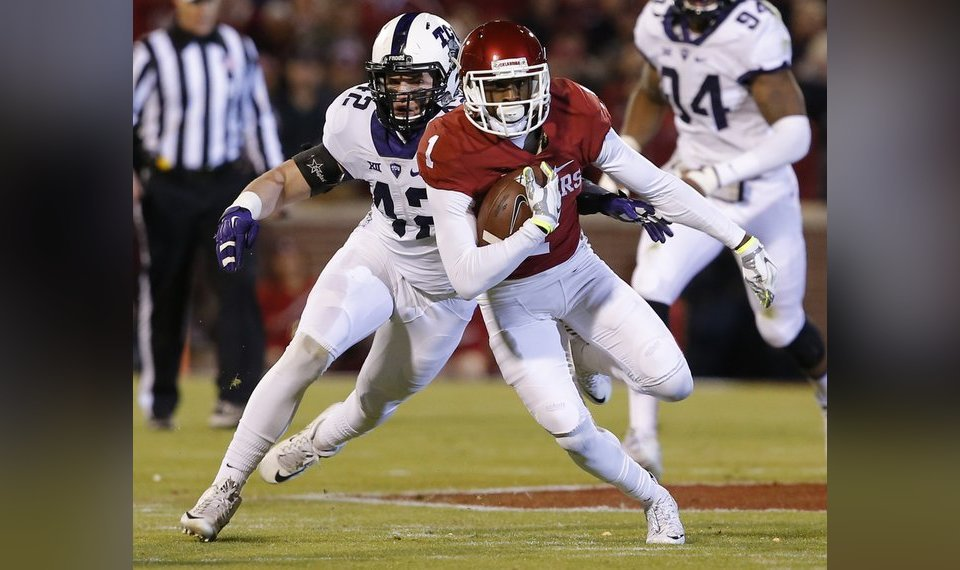 Oklahoma S Jarvis Baxter 1 Runs After A Catch Past Tcu Ty Summers 42