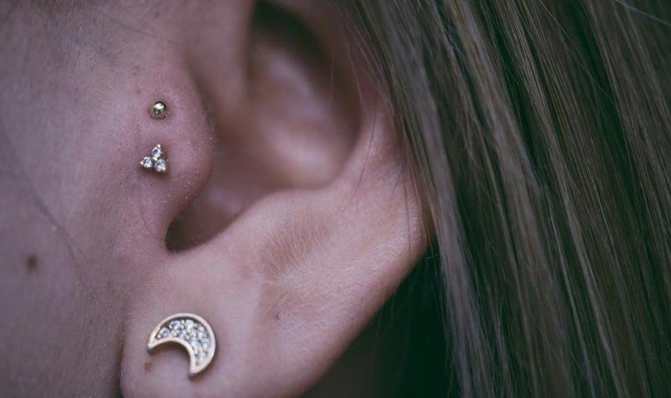 This Tragus Piercing Trend Is All Over Instagram And You Ll Wanna