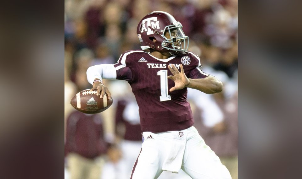 25de83a4916 Texas A&M's Kyler Murray (1) looks downfield to make a throw during the  first