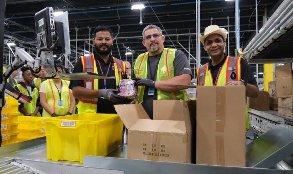 Amazon opens OKC fulfillment center