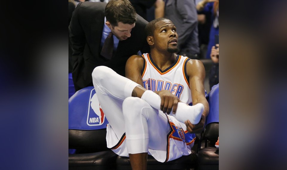85fdc945c50 Thunder star Kevin Durant had minor surgery on his right foot Sunday in an  attempt to