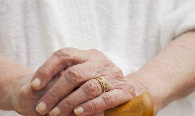 Widows and wedding rings etiquette