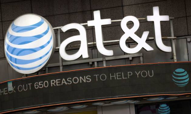 AT&T Maintains Outlook Despite Record Loss of Wireless Users