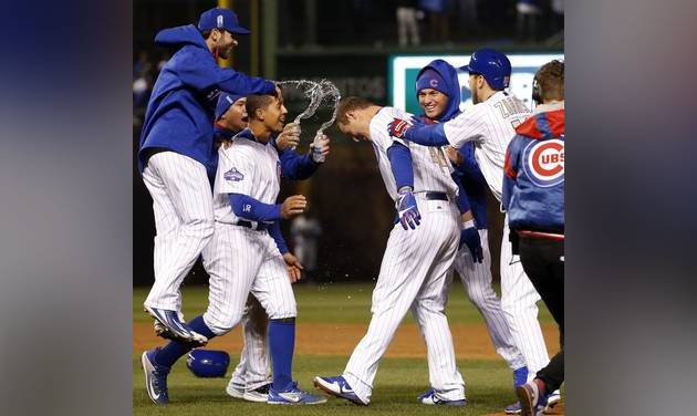 On banner night, Cubs nip Dodgers in ninth