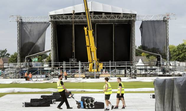 Scalpers cash in on Ariana Grande's Manchester benefit concert