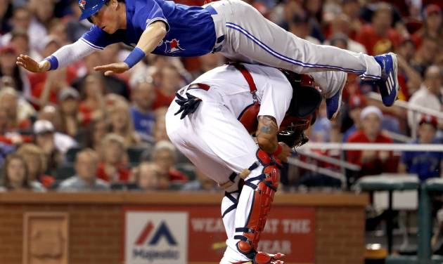 Chris Coghlan goes airborne to avoid tag, scores run