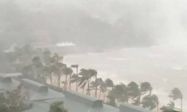 Hundreds call for help after Cyclone Debbie
