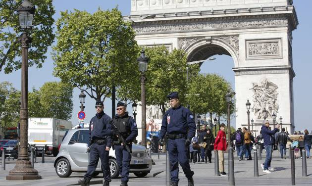 Champs-Elysees gunman had note defending IS group