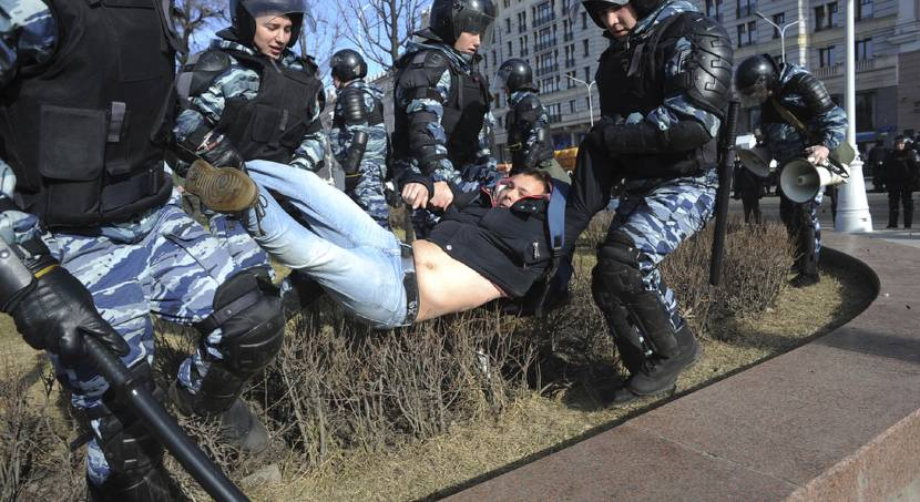 Russian authorities clash with protesters during weekend anti-government demonstrations