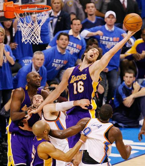 NBA PLAYOFFS / L.A. LAKERS: L.A.'s Pau Gasol (16) tries to rebound the ball over NIck Collison (4), second from left, and Serge Ibaka (9), right, of Oklahoma City along with teammates Lamar Odom (7), left, and Derek Fisher (2) late in the fourth quarter during the NBA basketball game between the Los Angeles Lakers and the Oklahoma City Thunder in game six of the first round series at the Ford Center in Oklahoma City, Friday, April 30, 2010. L.A. beat Oklahoma City 95-94, winning the series 4-2. Photo by Nate Billings, The Oklahoman ORG XMIT: KOD