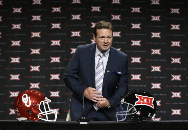 Oklahoma head coach Bob Stoops takes a seat on the main stage before speaking to reporters at the Big 12 Conference NCAA college football media days in Dallas, Tuesday, July 22, 2014. (AP Photo)