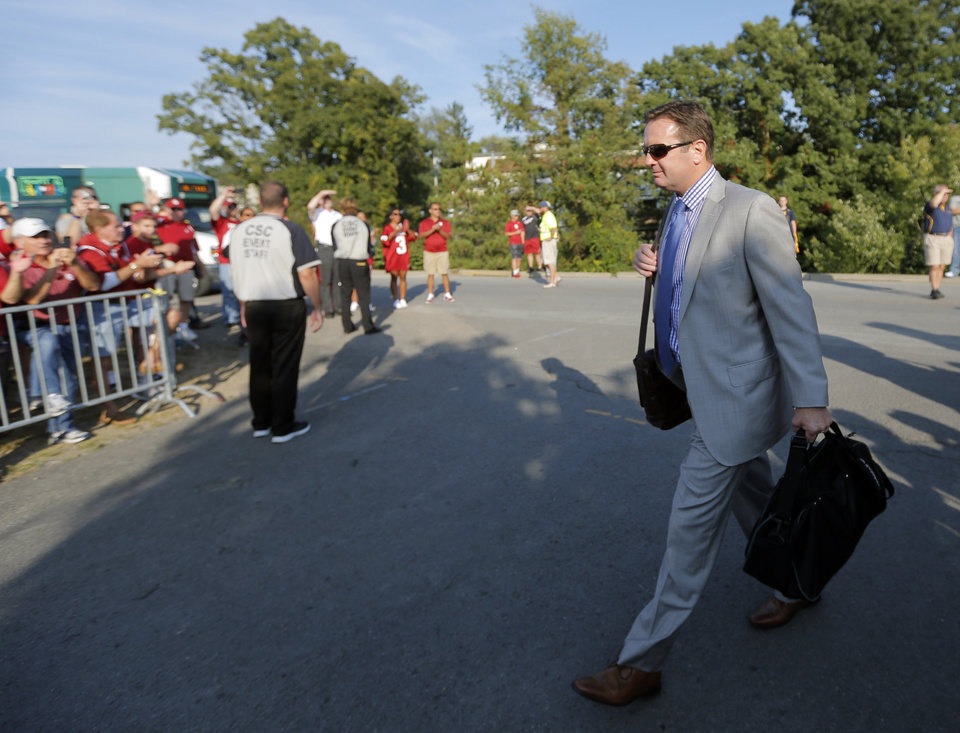 Photo - Oklahoma coach Bob Stoops arrives before the college football game between West Virginia  Mountaineers and the University of Oklahoma Sooners at Milan Puskar Stadium in Morgantown, W.Va., Saturday, Sept. 20, 2014. Photo by Sarah Phipps, The Oklahoman