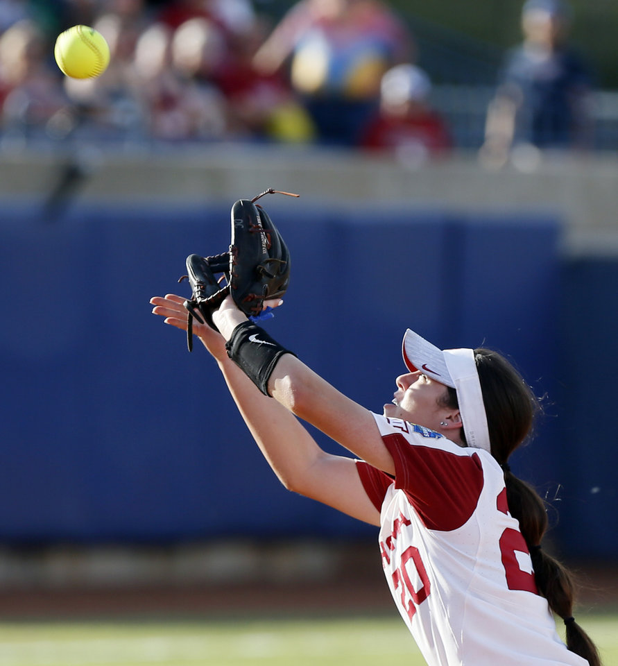 Photo - OU's Caleigh Clifton (20) makes a catch during the first NCAA softball game in the championship series of the Women's College World Series between Oklahoma and UCLA at USA Softball Hall of Fame Stadium in Oklahoma City, Monday, June 3, 2019. [Nate Billings/The Oklahoman]