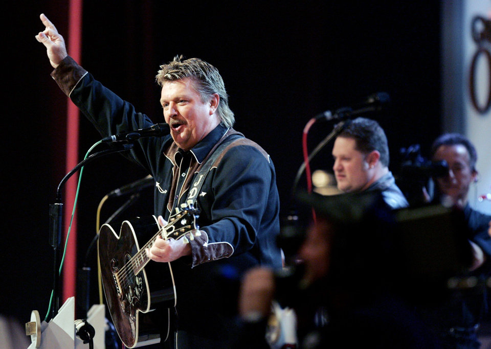 Photo - Joe Diffie performs at the Grand Ole Opry Sept. 12, 2006 during a special tribute to George Jones for his 75th birthday. [Michael Clancy / The Tennessean via Imagn Content Services, LLC]