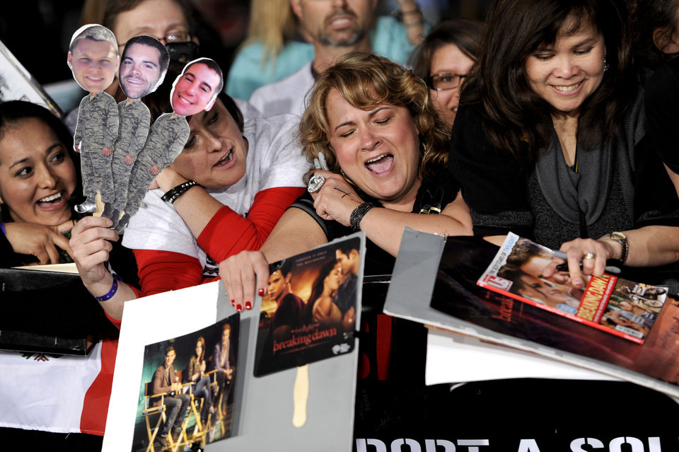Photo - Fans wait for autographs before the world premiere of