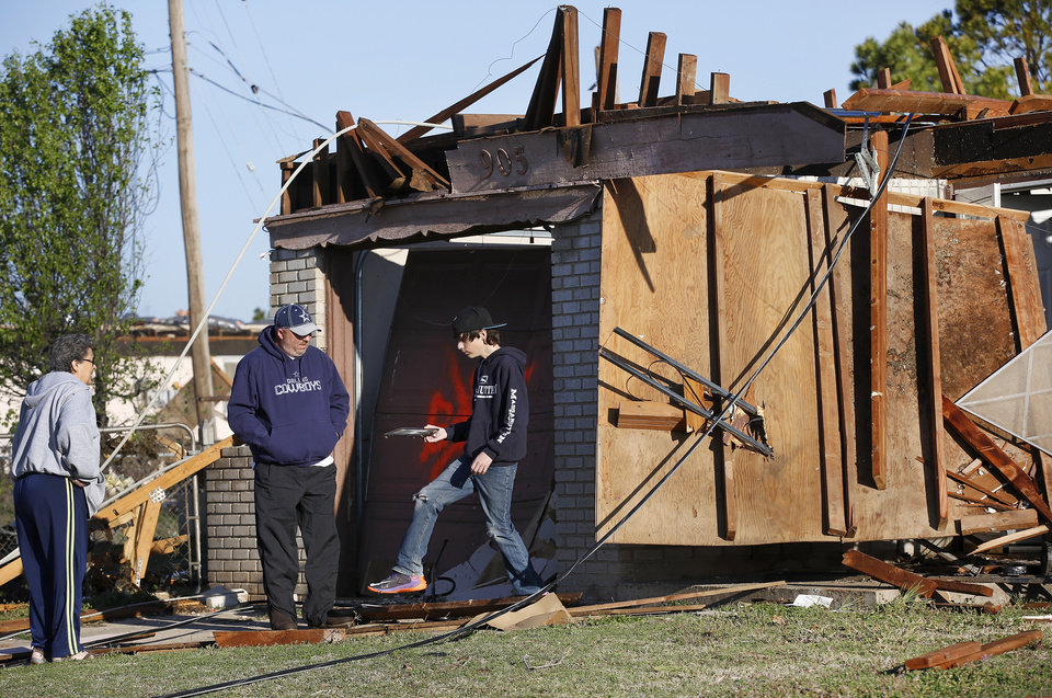 Photo - Neighborhood  between NW 5 and Main Street, and between Telephone Rd. and Santa Fe in Moore.  Thursday morning, March 26, 2015, the day after a tornado damaged homes and a school Wednesday evening. Photo by Jim Beckel, The Oklahoman