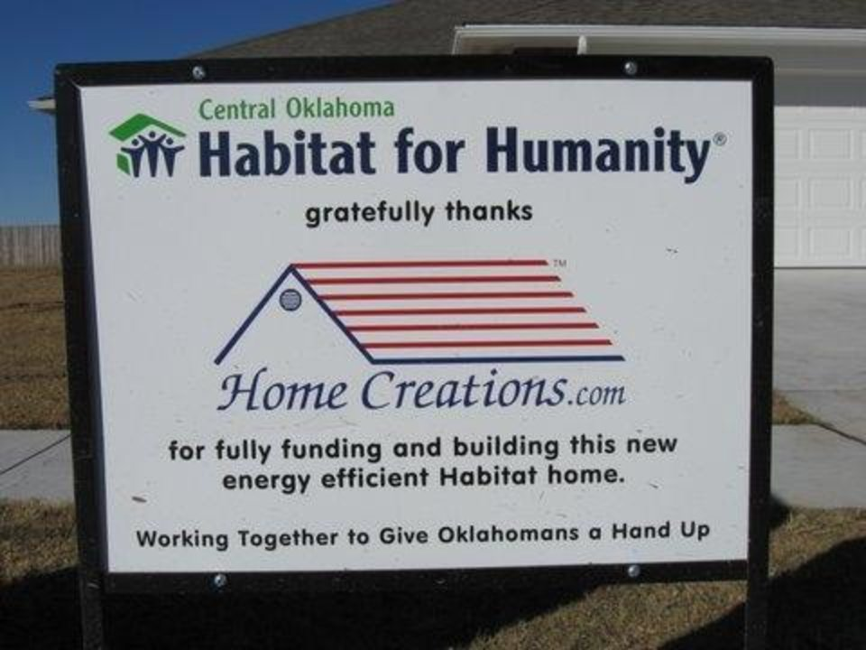 Photo -  Sign of thanksgiving to Home Creations from Central Oklahoma Habitat for Humanity. [THE OKLAHOMAN ARCHIVES]