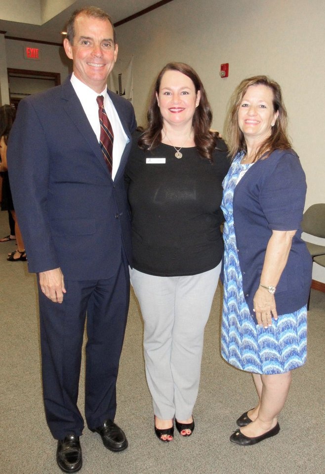 Photo - Dr. Terry Cline, Pam Campbell, Lee Ann Nordin. PHOTO BY HELEN FORD WALLACE