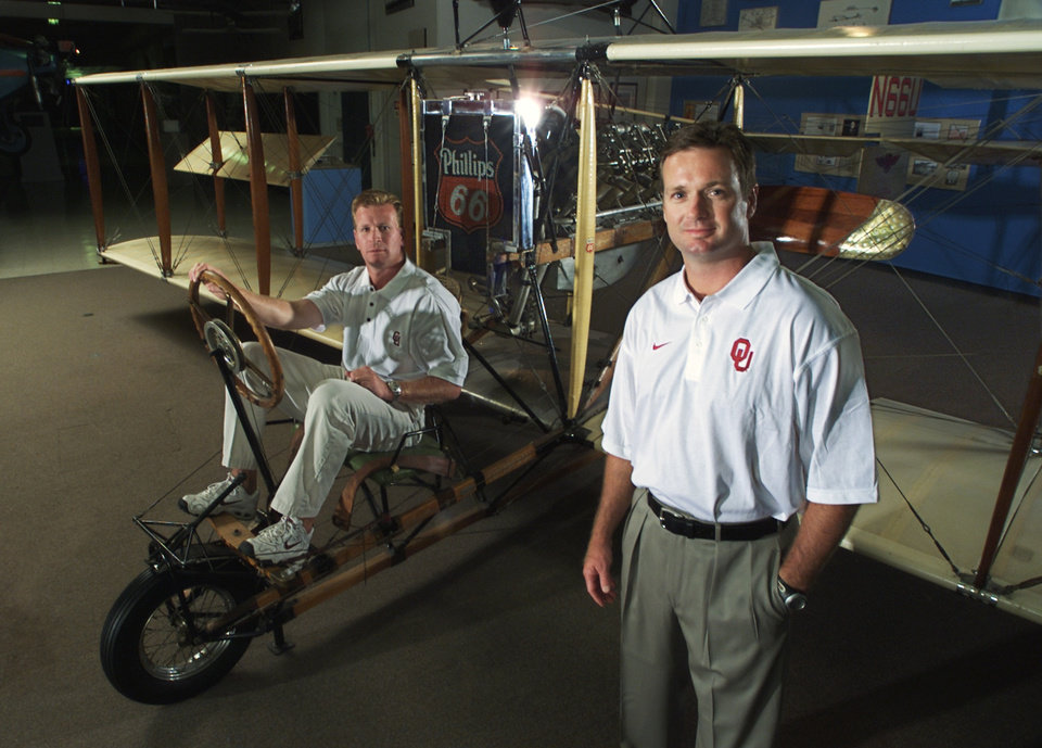 Photo - OU FOOTBALL:  Coaches Mike and Bob Stoops, for football tab