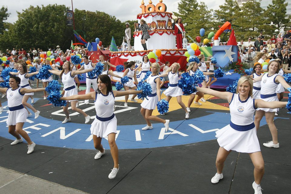 Photo - Dancers and singers perform the final act of the Oklahoma Centennial Parade in downtown Oklahoma City, Okla., Sunday, October 14, 2007. Photo by Paul Hellstern / The Oklahoman.