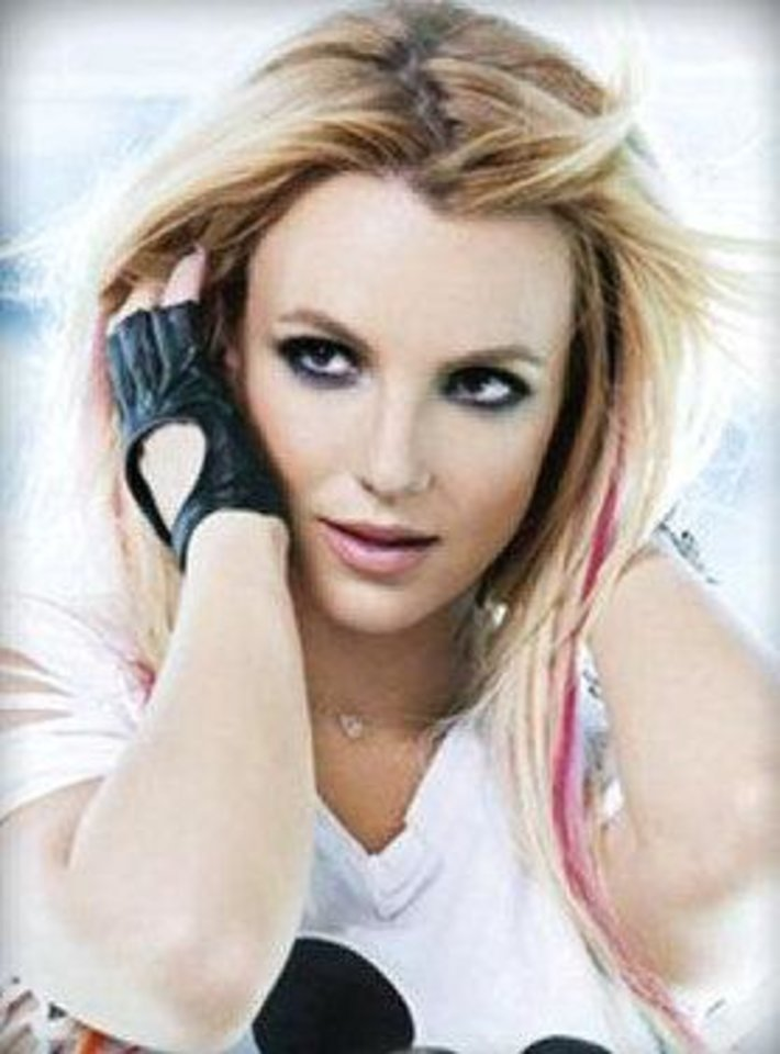 Photo - Britney Spears wears clip-in Pink Hair For Hope in her