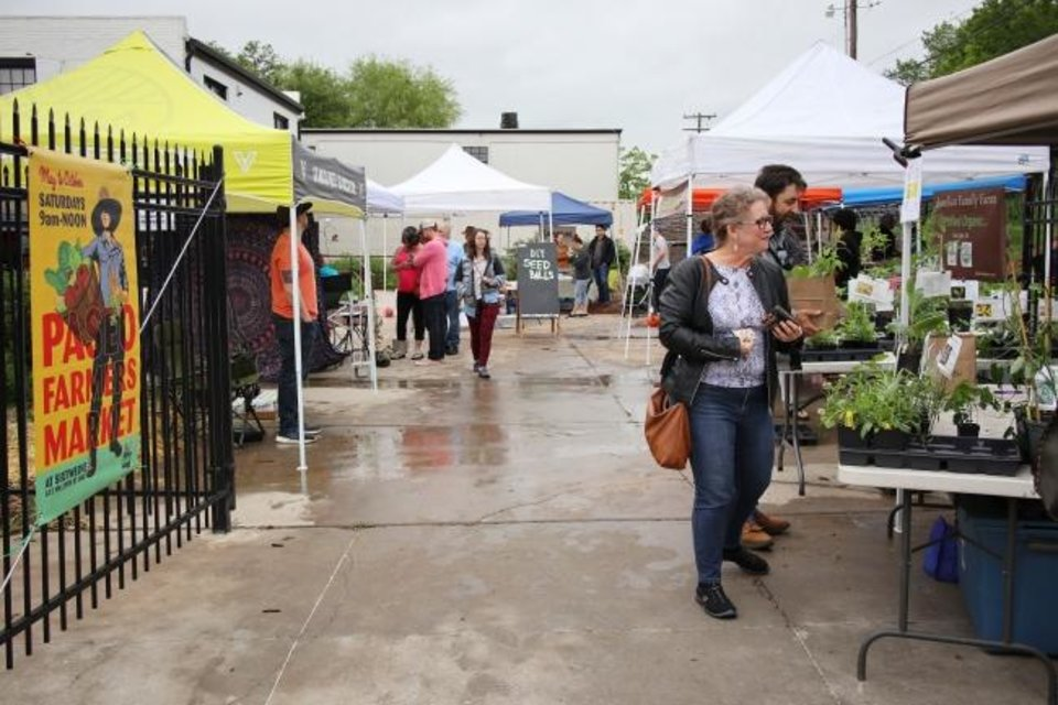 Photo -  Shoppers visit the booths Saturday at the Paseo Farmers Market. [DOUG HOKE/THE OKLAHOMAN]