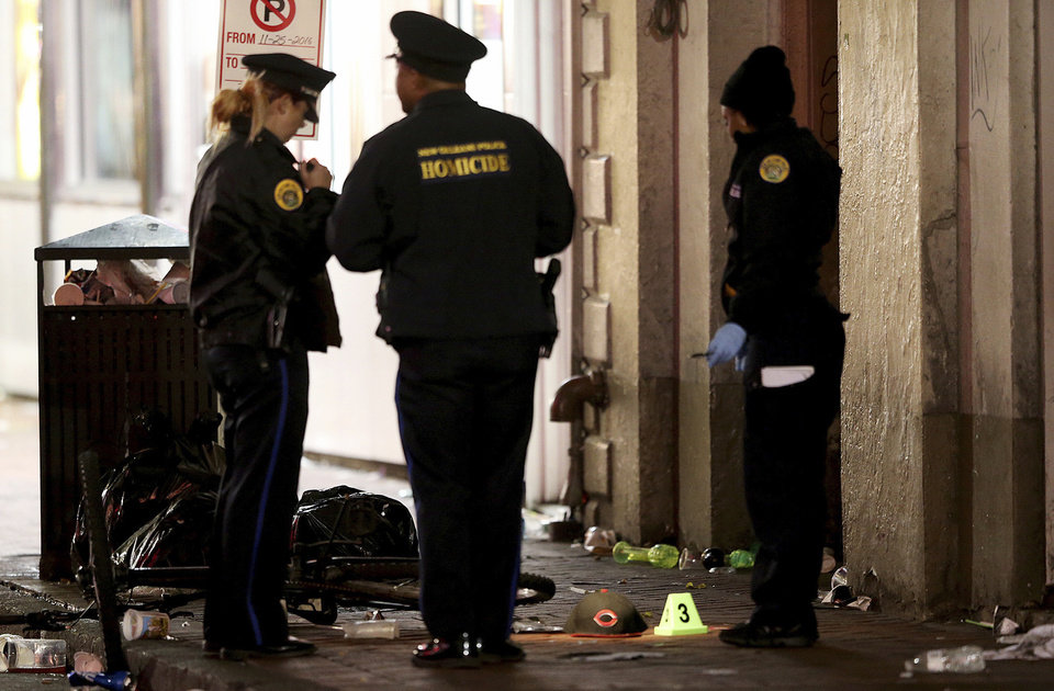 New orleans french quarter shooting kills 1 and wounds 9 for Police orleans