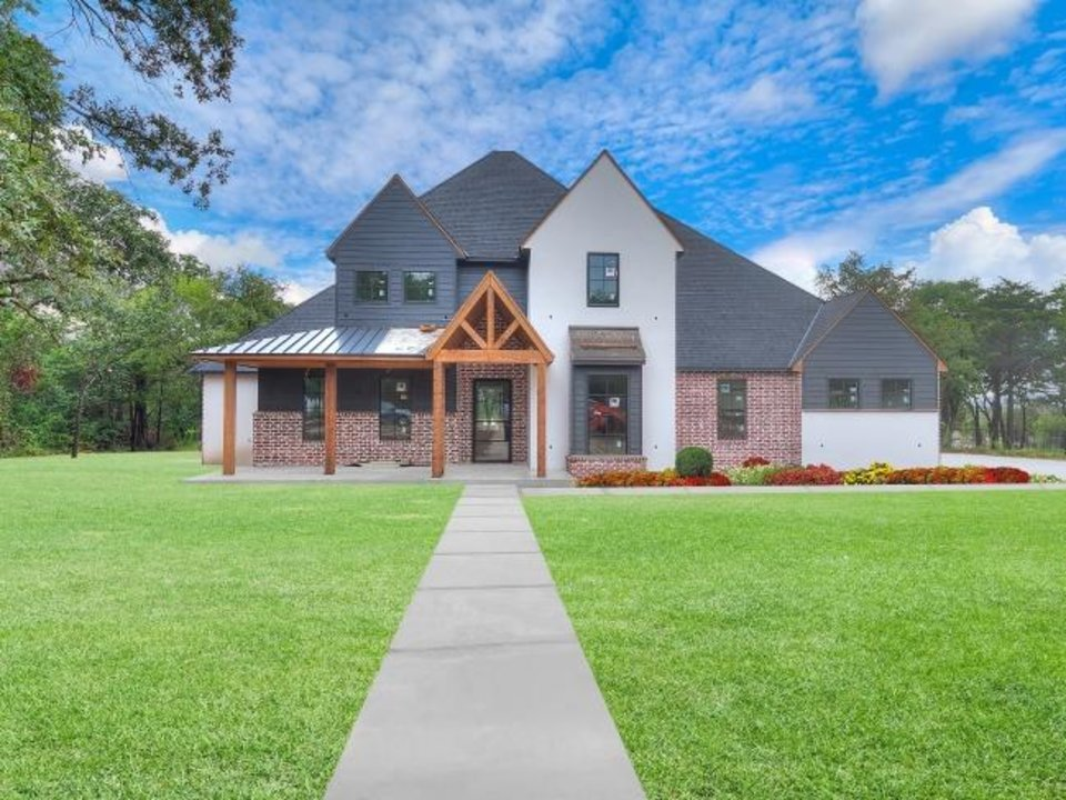 Photo -  MassaRossa Luxury Homes has this home in the Parade of Homes Fall Classic at 10017 NE 146. [CENTRAL OKLAHOMA HOME BUILDERS ASSOCIATION]