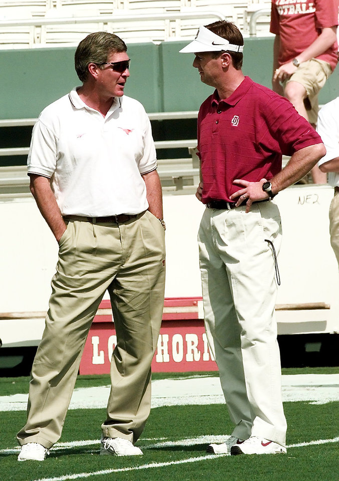 Photo - OU-TEXAS FOOTBALL. MACK BROWN (LEFT), BOB STOOPS (RIGHT).
