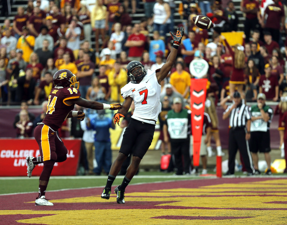 Photo - Oklahoma State's Brandon Sheperd (7) can not reach a pass as Central Michigan's Josh Cox (14) defends during the college football game between the Central Michigan Chippewas and the Oklahoma State University Cowboys at the Kelly-Shorts Stadium in Mount Pleasant, Mich., Thursday, Sept. 3, 2015. Photo by Sarah Phipps, The Oklahoman
