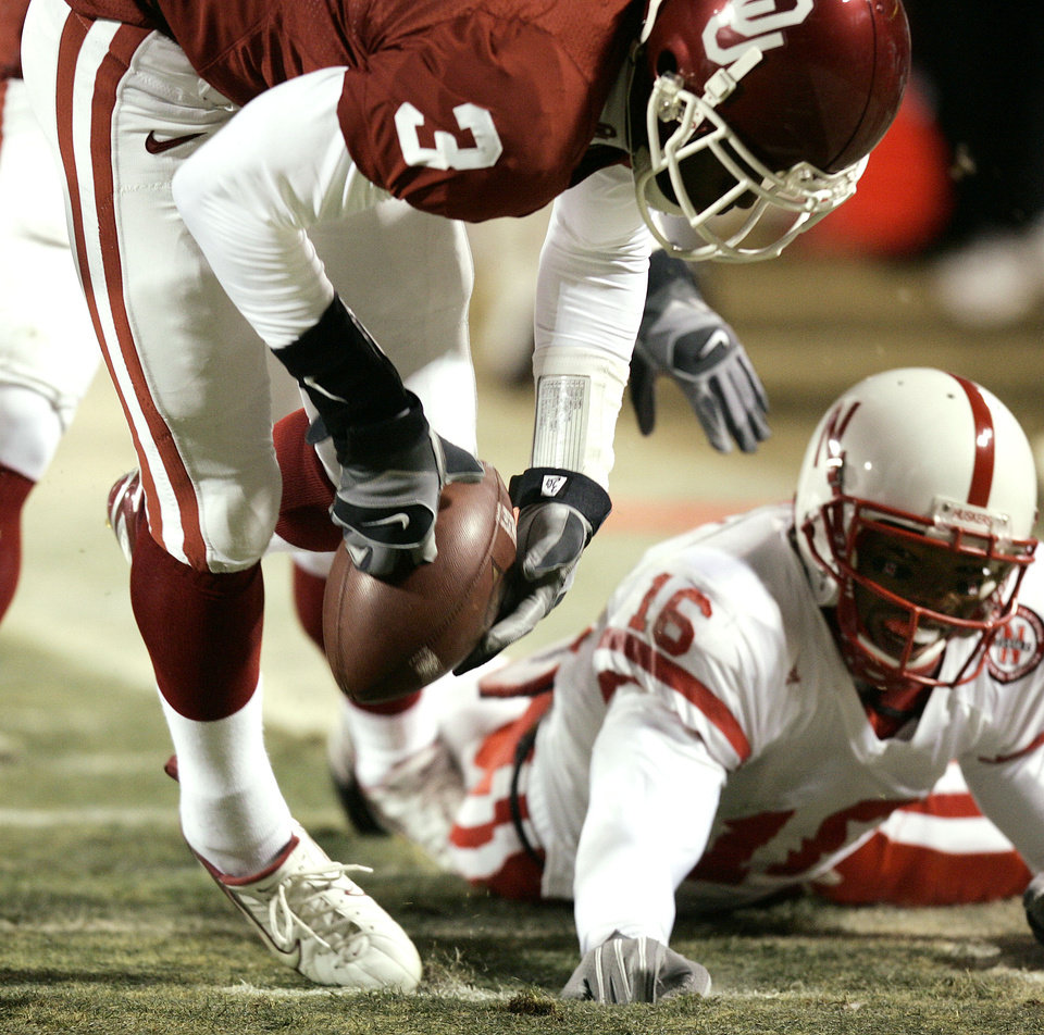 Photo - Oklahoma safety Reggie Smith (3) recovers a fumble by Nebraska receiver Maurice Purify (16) n the first half of the Big 12 Championship game during the University of Oklahoma Sooners (OU) college football game against the University of Nebraska Cornhuskers (NU) at Arrowhead Stadium, on Saturday, Dec. 2, 2006, in Kansas City, Mo.   The play led to Oklahoma's first touchdown. By Bryan Terry, The Oklahoman  ORG XMIT: KOD