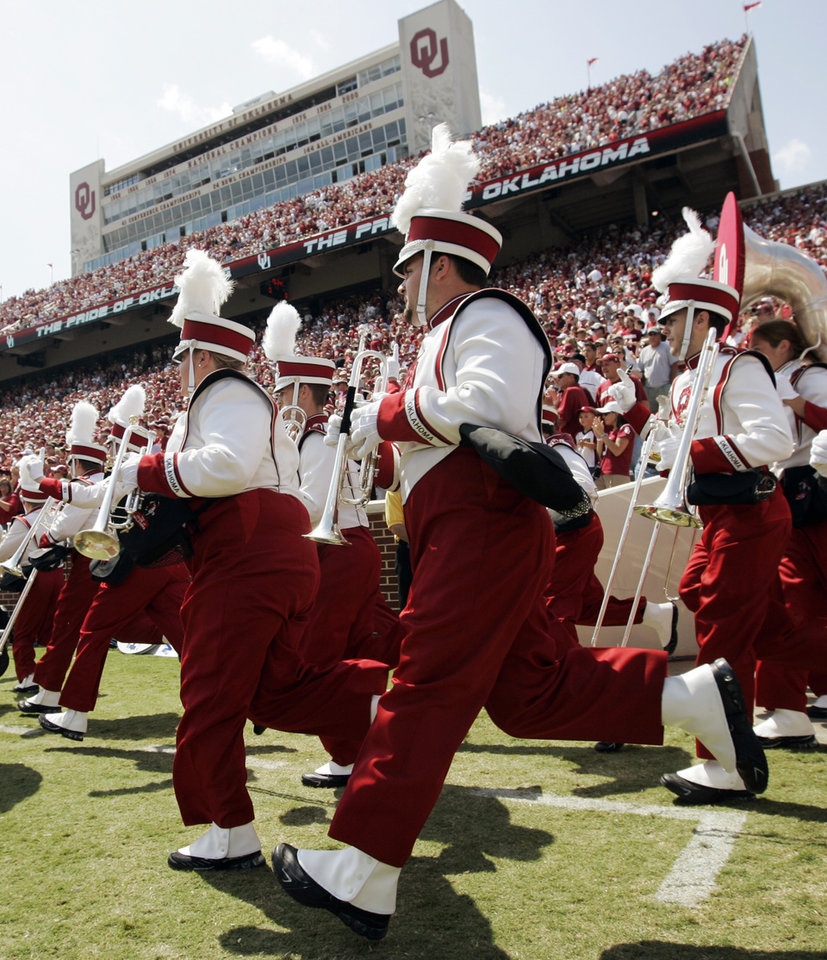 Photo - The Pride of Oklahoma marching band takes the field before the college football game between the University of Oklahoma (OU) and Cincinnati at Gaylord Family -- Oklahoma Memorial Stadium in Norman, Okla., Saturday, September 6, 2008. BY NATE BILLINGS, THE OKLAHOMAN ORG XMIT: KOD