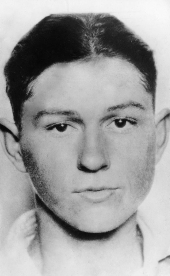 Photo - Clyde Barrow - Gangster. Deceased 1933