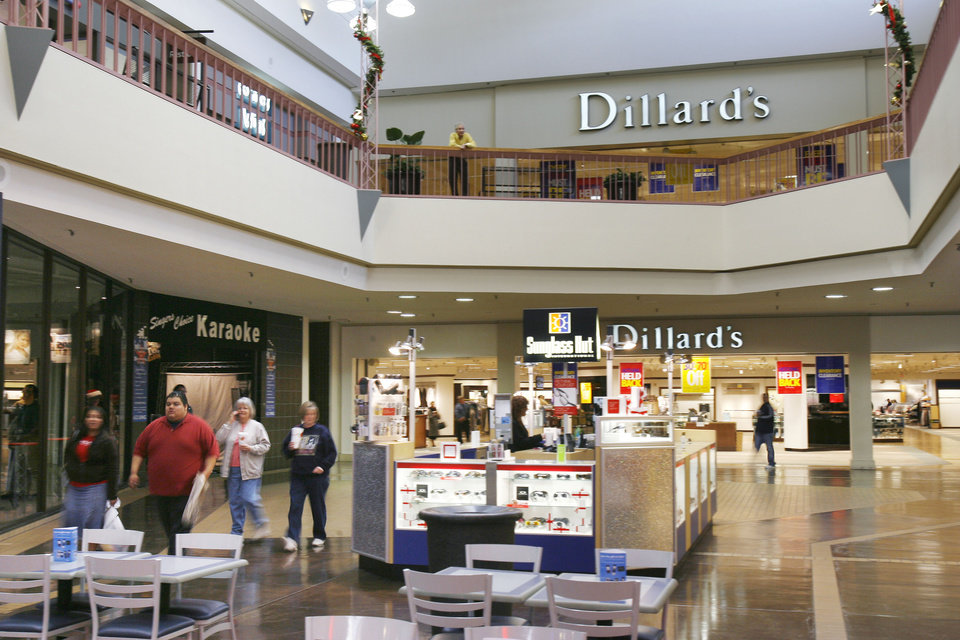 Shopping Malls. OKC Outlets. On the western edge of the city off Interstate 40, you'll find OKC Outlets. More than 80 stores with names like Michael Kors, Ralph Lauren, The North Face, Express, Forever 21 and 0549sahibi.tk, just to name a few.