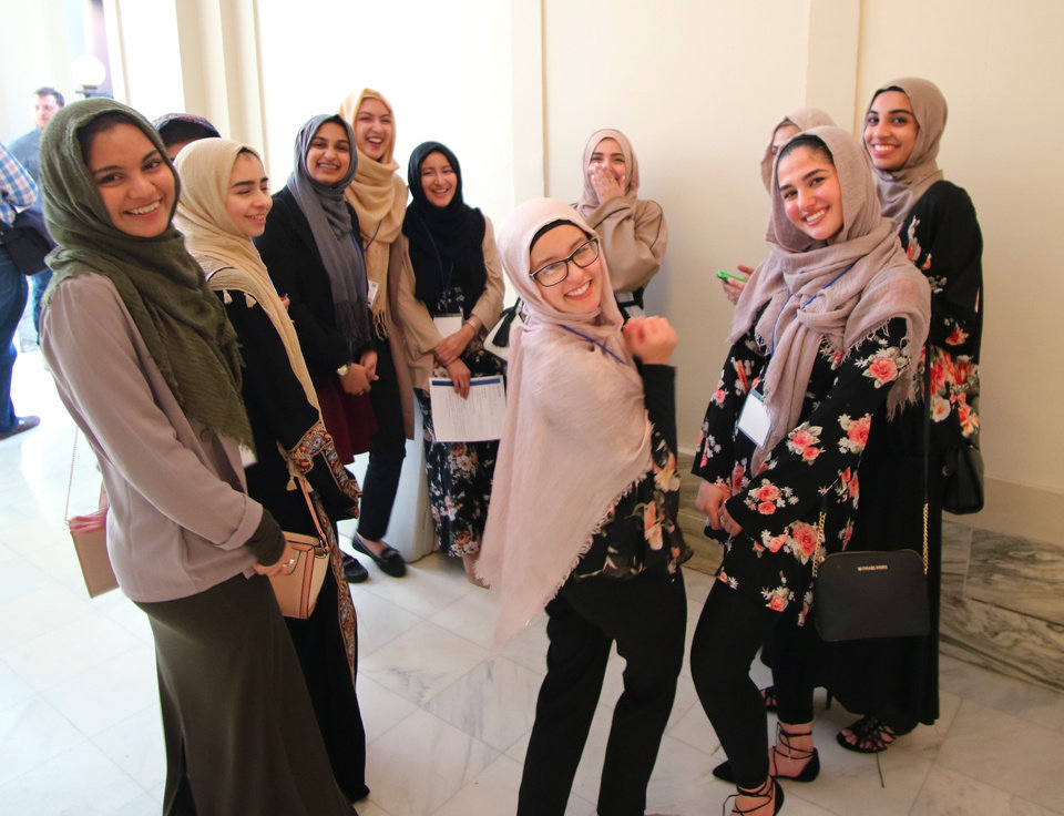 broseley single muslim girls About 1 million muslim women live in america 43 percent of them wear headscarves full time but now, a generation of muslim women is taking off the headscarf, or hijab.
