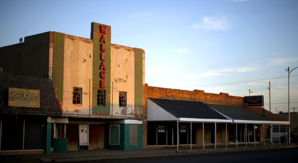 Photo - Downtown Muleshoe, Texas, hometown of Oklahoma's new offensive coordinator Lincoln Riley, is seen on Wednesday, June 24, 2015. Photo by Bryan Terry, The Oklahoman