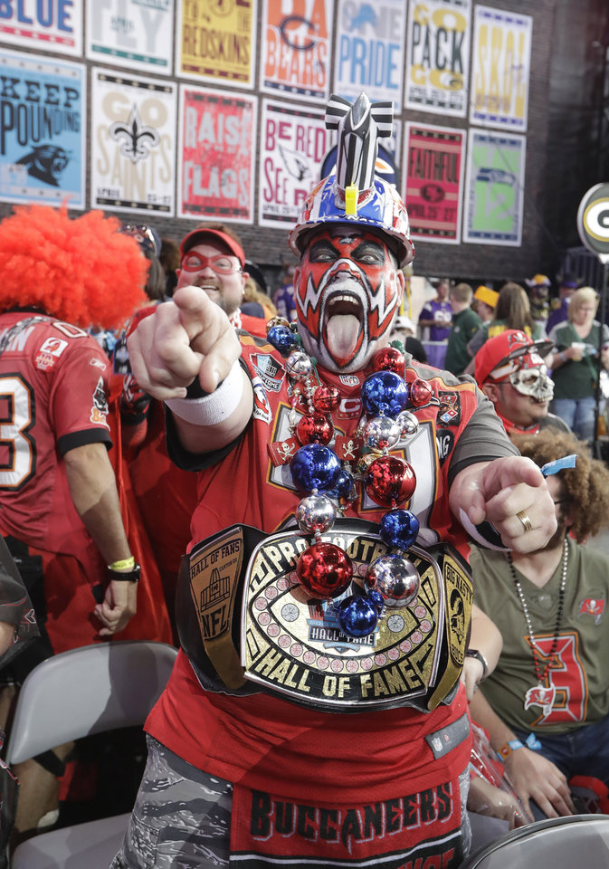 Photo - Tampa Bay Buccaneers fans cheers ahead of the first round at the NFL football draft, Thursday, April 25, 2019, in Nashville, Tenn. (AP Photo/Mark Humphrey)