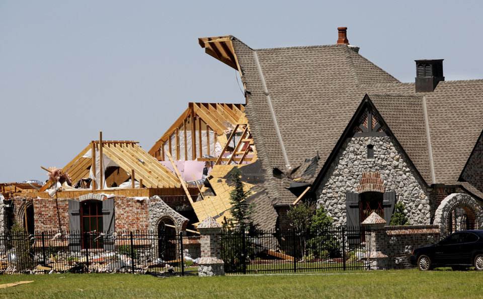 Photo - Half of this home's roof was ripped away  during yesterday's storm. This house is at 405 US 81 in Union City.   Photo  by Jim Beckel, The Oklahoman.