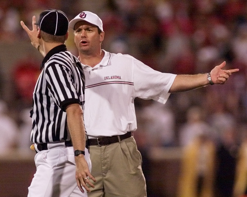 Photo - COLLEGE FOOTBALL / UNIVERSITY OF OKLAHOMA: OU vs University of North Texas football in Norman, Okla. on Sept. 8, 2001. Sooner coach Bob Stoops reacts to official's call. Staff photo by Doug Hoke.