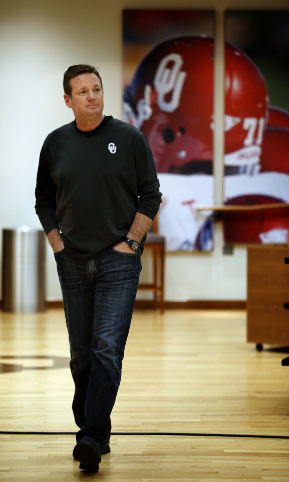 Photo - COLLEGE FOOTBALL: Bob Stoops walks to the press conference before the start of Spring Football at the University of Oklahoma (OU) on Thursday, March 7, 2013 in Norman, Okla.  Photo by Steve Sisney, The Oklahoman