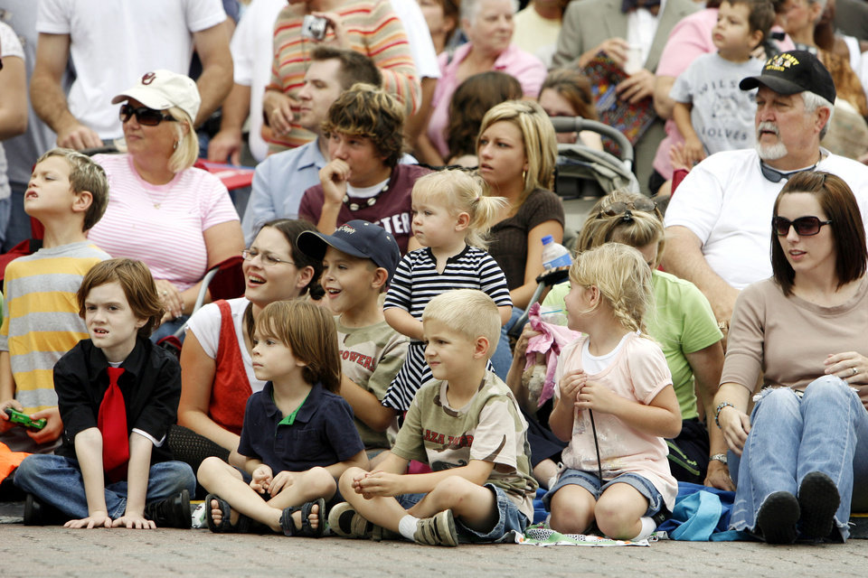 Photo - Kids and parents watch the Oklahoma Centennial Parade in downtown Oklahoma City, Okla., Sunday, October 14, 2007. Photo by Paul Hellstern / The Oklahoman.