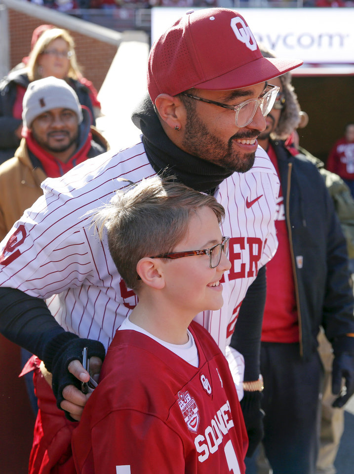 Photo -  Midwest City native and Los Angeles Dodgers outfielder Matt Kemp poses for a photo with Luke Peterson, 11, on the sidelines Saturday. [Photo by Nate Billings, The Oklahoman]
