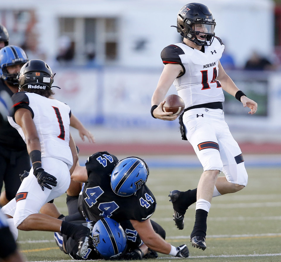 Photo - Norman's Cade Horton carries the ball during a high school football game between Deer Creek and Norman at Deer Creek High School, Friday, Sept. 13, 2019. [Bryan Terry/The Oklahoman]