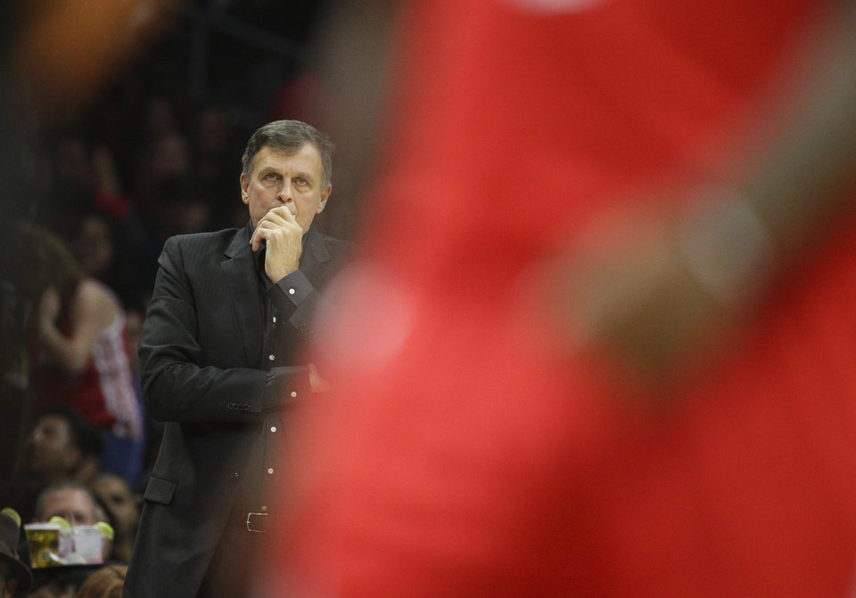 Photo - Houston Rockets head coach Kevin McHale watches during the first half of an NBA basketball game against the Los Angeles Clippers, Saturday, Nov. 7, 2015, in Los Angeles. (AP Photo/Jae C. Hong)