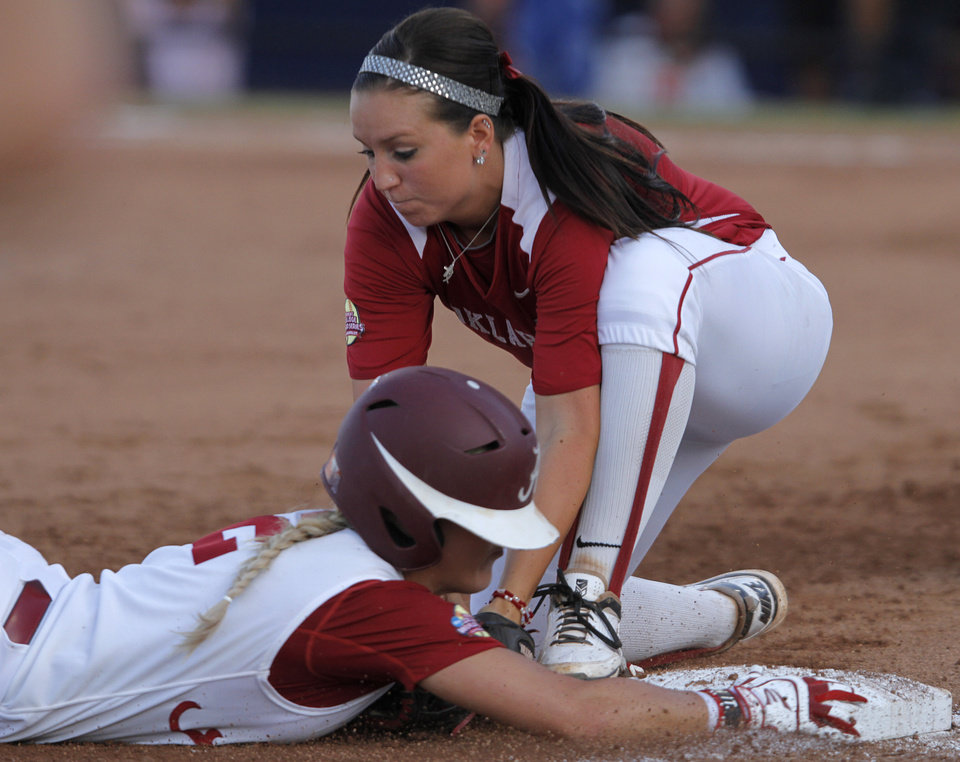 WCWS: Sooners beat Alabama in Game 1 of championship series