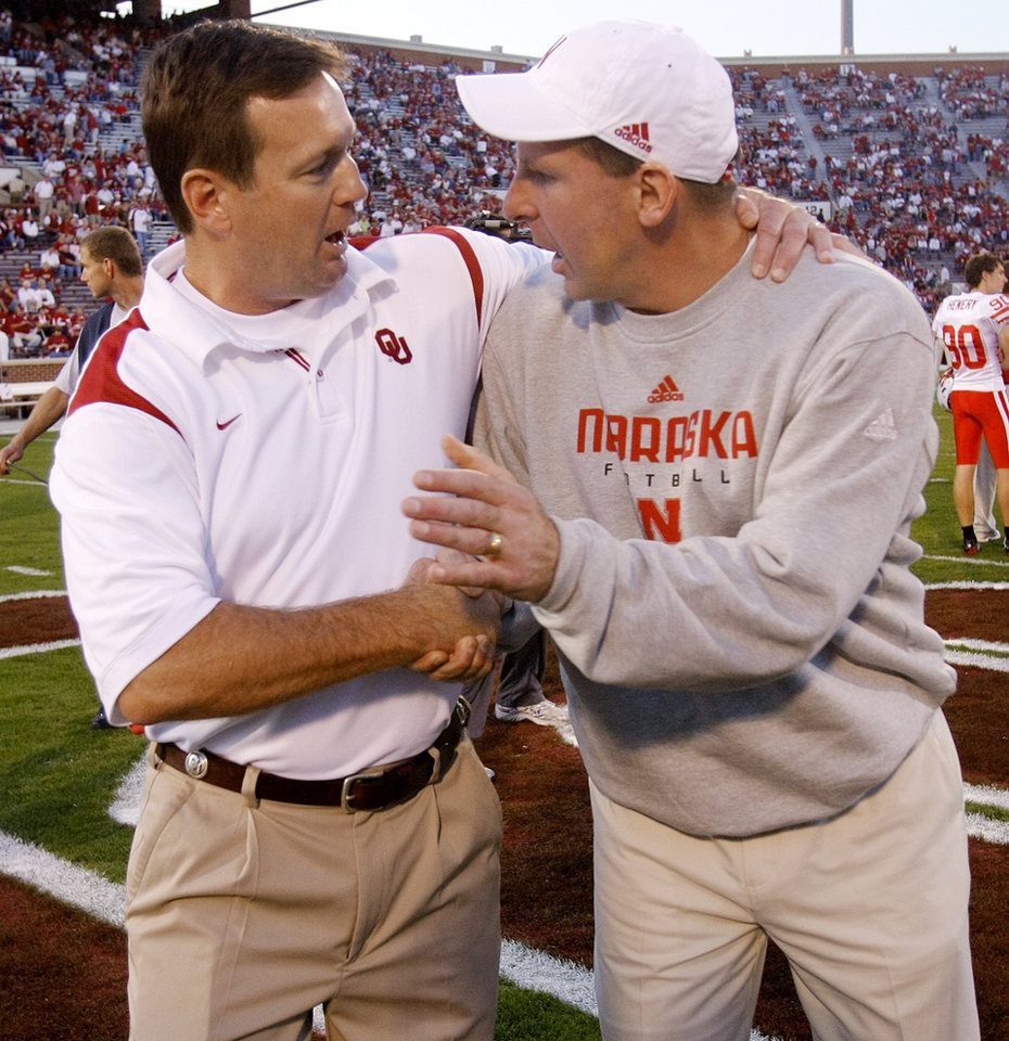 Photo - OU head coach Bob Stoops and Nebraska head coach Bo Pelini shake hands before the start of  the first half of the college football game between the University of Oklahoma Sooners (OU) and the University of Nebraska Huskers (NU) at the Gaylord Family -- Oklahoma Memorial Stadium, on Saturday, Nov. 1, 2008, in Norman, Okla.   BY CHRIS LANDSBERGER, THE OKLAHOMAN  ORG XMIT: KOD