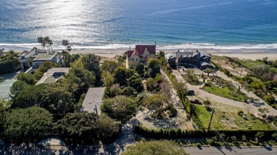 Photo -  Oscar-winning actor Anthony Hopkins sold his blufftop home in Malibu, California, for $10.5 million, or $1 million shy of the asking price. [TNS PHOTO]