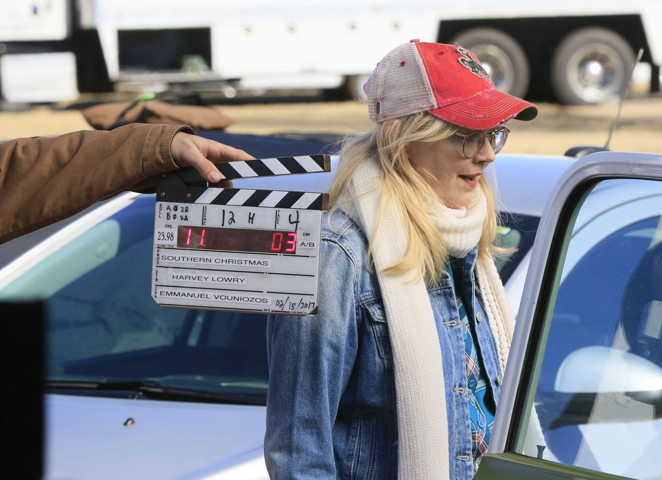 Photo -  Actress Shelly Long begins a scene for
