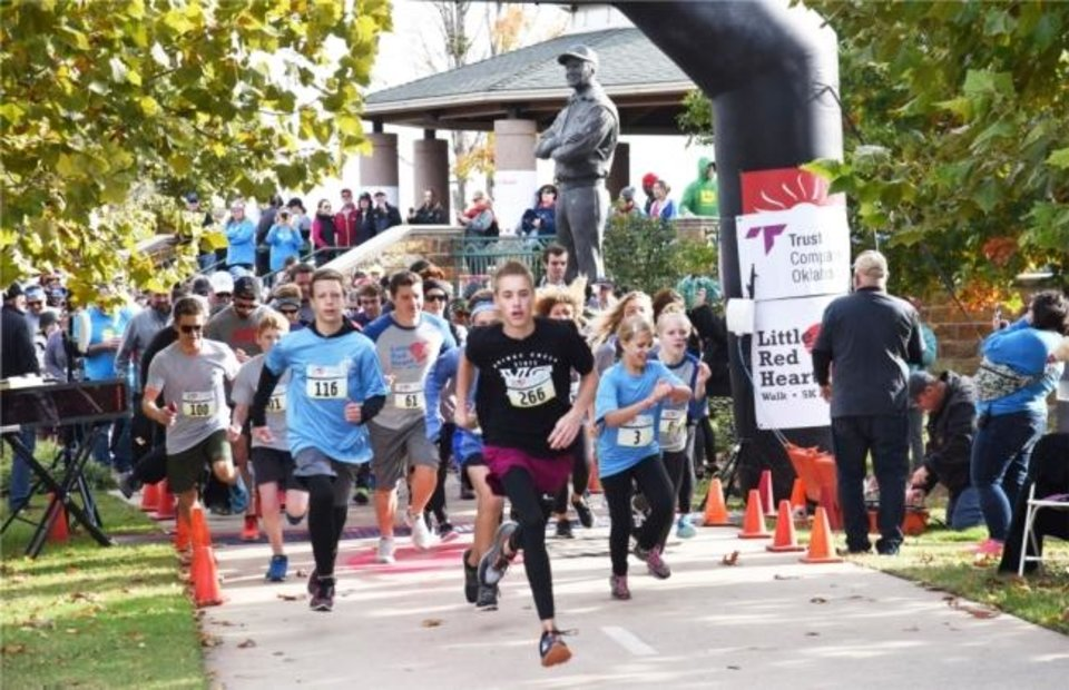 Photo -  Employees at Lifeshare Transplant Donor Services Of Oklahoma Inc. participate in a charity race.