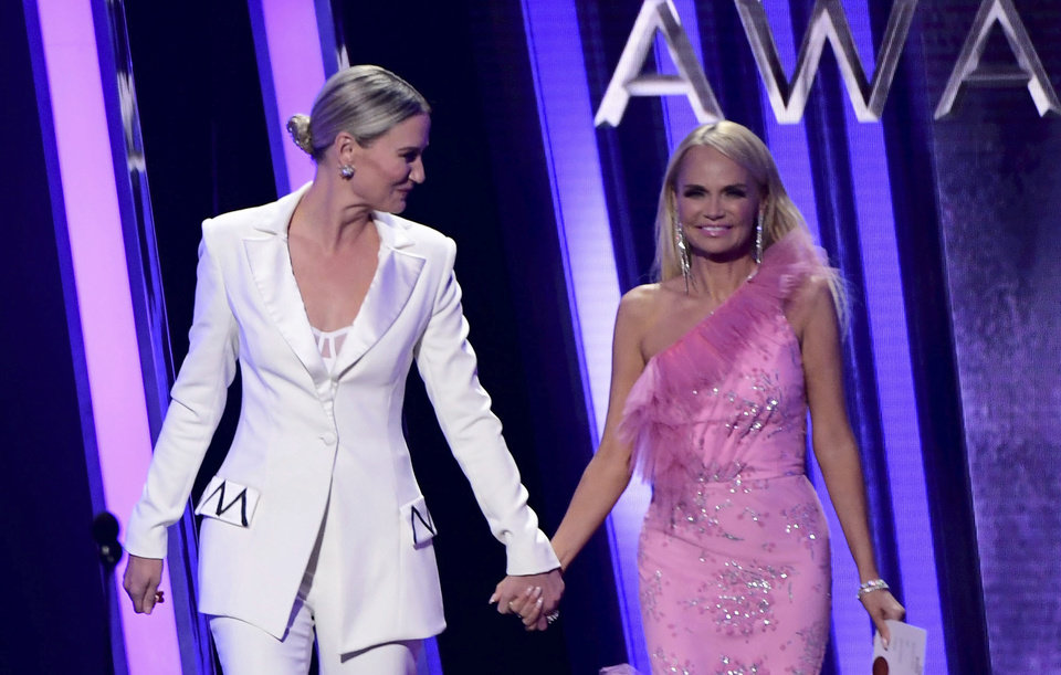 Photo - 13 November 2019 - Nashville, Tennessee - Kristin Chenoweth, Jennifer Nettles. 51st Annual CMA Awards, Country Music's Biggest Night, held at Bridgestone Arena. Photo Credit: Laura Farr/AdMedia/Sipa USA(Sipa via AP Images)